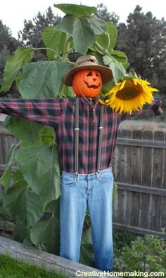 DIY Decor: How to Make a Scarecrow - Ideas and tutorials, including this DIY scarecrow by 'Creative Homemaking'!