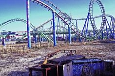 Hurricane Katrina forced the Six Flags park in New Orleans to close its doors, for evident reasons, but the attraction was never re-opened to the public and lies empty.