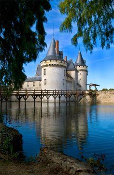 Château de Sully-sur-Loiresitué au bord de la Loire-Sully-sur-Loire, le département du Loiret et la région CentreFrance47.7677,2.3752