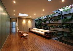 Jardim Vertical, Madeira e Concreto Aparente