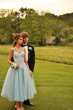 lisa golightly: A Vintage Wedding Gown Get's Prom-Ready