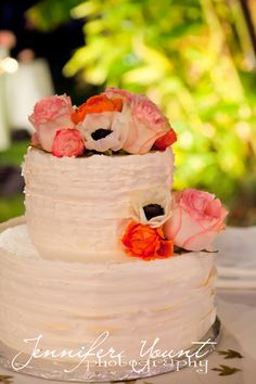 Wedding cake by Exquisite Desserts for a Palm Springs Wedding at the La Quinta Resort. Photographed by Jennifer Yount Photography. #jenniferyountphotography; #laquintaresort; #palmspringswedding; #weddingpictures; #weddingcake; #exquisitedesserts www.jenniferyountphotography.com