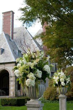 Color, Size, Fullness of hydrangea arrangement