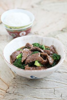 Beef and Broccoli Recipe, your favorite Chinese recipe has gotten easier with this quick and easy recipe that calls for simple store-bought ingredients. Get more easy Asian recipes at http://rasamalaysia.com
