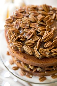 This looks and sounds YUMMY! Pecan Pie Cake - So good and perfect for Thanksgiving! #pecanpie #fallcake #thanksgivingrecipe