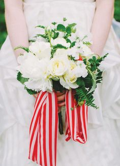 red + white bouquet | Katie Stoops #wedding