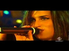 ▶ Rare Amy Winehouse - Stronger Than Me Live acoustic 2004 - YouTube