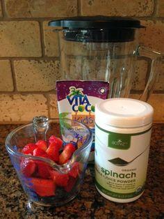 Recipe: Easy Spinach Berry Smoothie #EasyRecipe ~ Trendy Mom Reviews #Recipe #Smoothie #PowderVegetables #VegetablePowder
