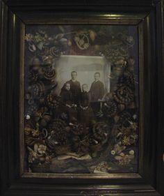 victorian hair art, hair flowers, art museum, family portraits, victorian mourn, art flowers, cabinet of curiosities, hairart, antiqu