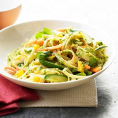 This Garden Veggie Linguine from @Better Homes and Gardens can be made with any of your favorite seasonal veggies.