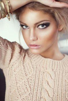 . sweater, contour, dark eyes, eye makeup, cat eyes, pink lips, dramatic eyes, eyemakeup, highlight