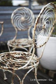<3 white gardens, garden chairs, swirl, garden furniture, patio, rusti, vintage furniture, old chairs, french antiques