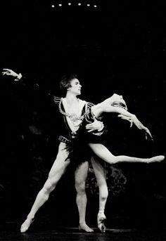 NATALIA MAKAROVA & RUDOLF NUREYEV IN SWAN LAKE