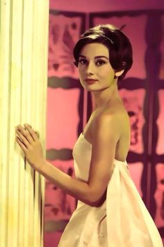 short hair, peopl, icon, skirt style, audrey hepburn, audreyhepburn, beauti, beauty, white gowns