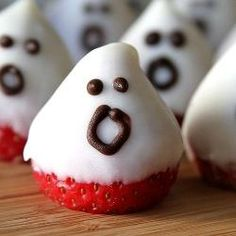 Strawberry White Chocolate Ghosts for Halloween