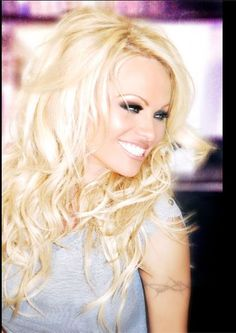 Pamela anderson will always be gorgeous.... Love her hair