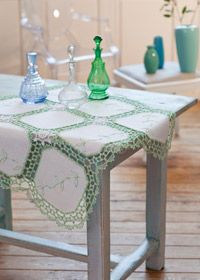 Free crochet pattern: leaf detail table cloth
