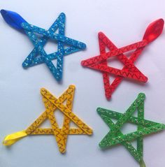 These Glittery Star Ornaments will definitely make the family tree sparkle and shine. Homemade Christmas ornaments are great for making the family tree a one-of-a-kind, especially if your little ones are able to craft the ornaments themselves.   AllFreeKidsCrafts.com