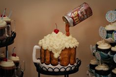This is so cool, a Root Beer Float cake with the can!