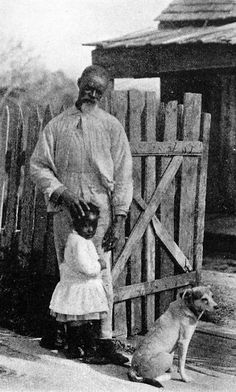 I love this photo.  A French-speaking Louisiana gentleman and his granddaughter in 1910.