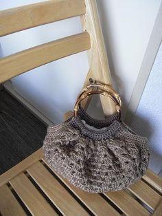 crochet granny bag.  free pattern: http://www.gosyo.co.jp/img/acrobat/29210/44.pdf