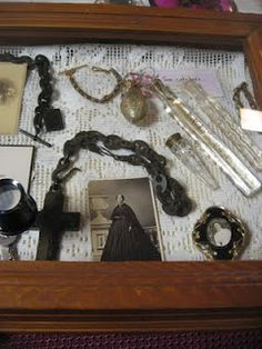 Victorian era mourning practices are so fascinating to me.. With all their rules and special clothing and home decoration. Not to mention the mourning jewelry with hair works and lachrymatories..