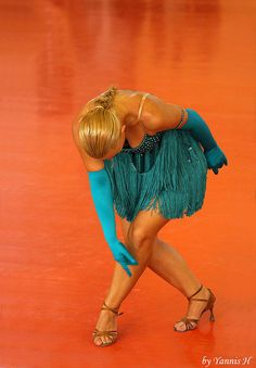 Bowing in Orange - Turquoise