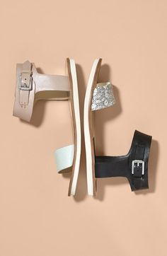 The two tone straps give these sandals an ultra chic look.