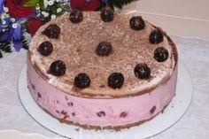 Tort de ciocolata cu crema de iaurt si visine - Culinar.ro
