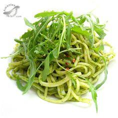 #Espaguetis con #pesto de #rúcula. http://amantesdelacocina.com/cocina/2014/09/espaguetis-con-pesto-de-rucula/