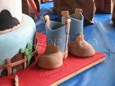 Gumpaste Baby Cowboy Boots by Sugar Diva, via Flickr