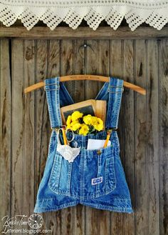 FALL Junkers Unite with a Repurposed Overalls Wall Pocket, Pin Board