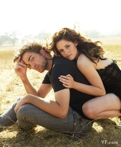 couple pose (together but individual feel)