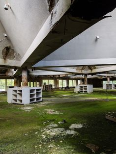 Main dining hall- Abandoned Catskills resort. Destroyed and Abandoned : Photo