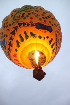 I wanna do this sometime in my life.. Go up in a hot air balloon!