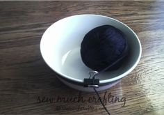 Yarn bowl trick: Simply slide your yarn through the clip before crocheting or knitting and put the yarn in a bowl.