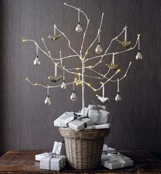 Christmas decoration: smart branches