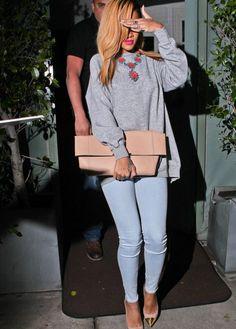 Rihanna..loveeeeee the outfit