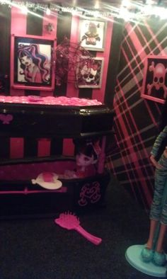Monster high dollhouse room DIY