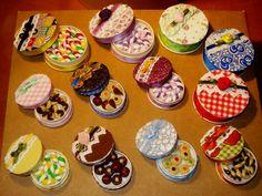 Scatoline con mini-dolcetti in fimo.