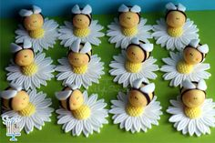 Fondant Bee and Daisy Cupcake Toppers