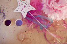 Idea para una actividad para una fiesta princesa: decora varitas! / Idea for a princess party activity: decorate wands!