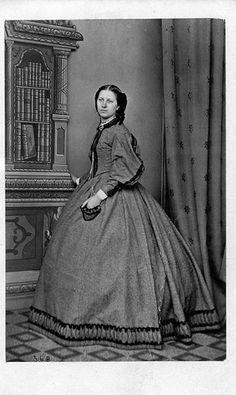 civil war era fashion  dress with trimmed pocket