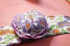 Very pretty and crafty flower wrist pincushion pincushion tutori, wrist pincushion, pincushion fun