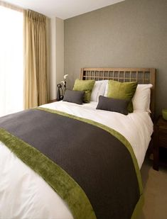 bedroom decorating with green and brown colors