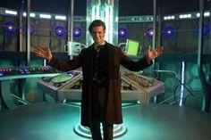 Matt Smith in the new TARDIS interior! Different!