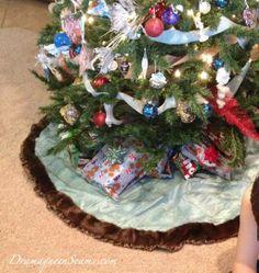 Faux Fur trimmed tree skirt from @Jeanna Paulhamus #fabulouslyfestive