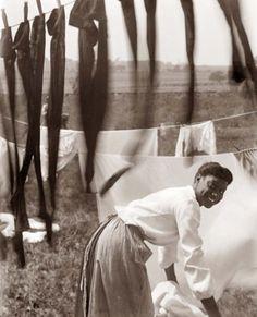 Hanging Laundry c.1902