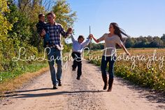 Couples/family summer session ©LiveLaughLuv Photography www.livelaughluvphotography.com. summer, barn, rustic, romantic