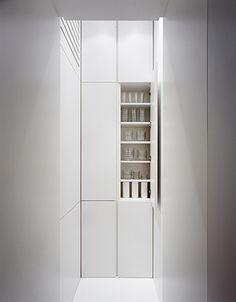 Minimalist pantry by Wiegmann Architekten